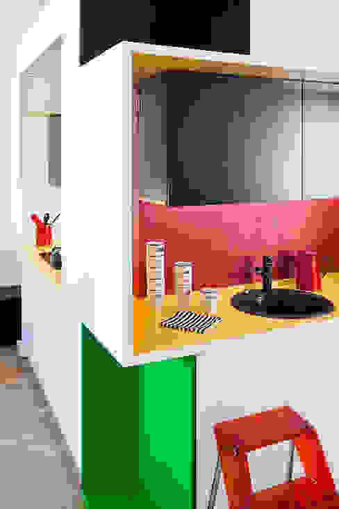 Modern kitchen by kacper gronkiewicz architekt Modern
