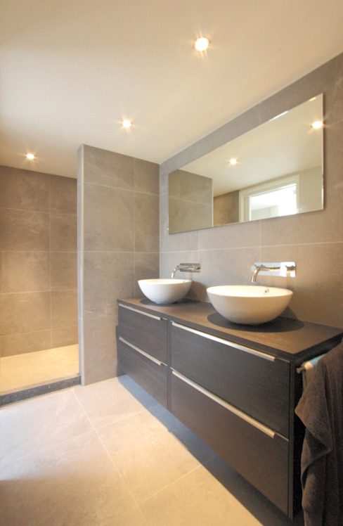 Badkamer woonboot Moderne badkamers van Bob Ronday Architectuur Modern