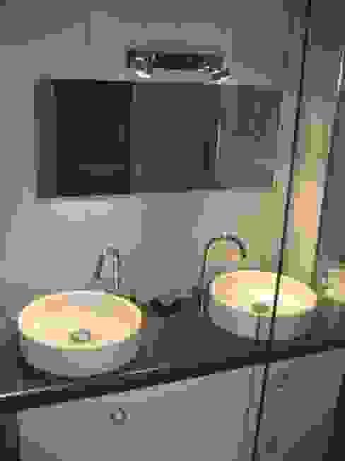 Exemple de realisations Salle de bain moderne par LA FILATTE Moderne