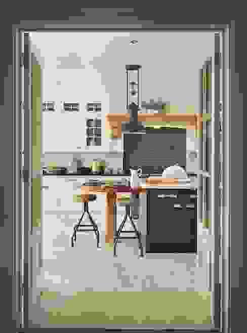 Bespoke Kitchen: classic  by Reeva Design, Classic