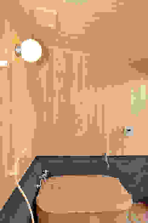 ヒノキ風呂 ラスティックスタイルの お風呂・バスルーム の 梅澤典雄設計事務所 ラスティック