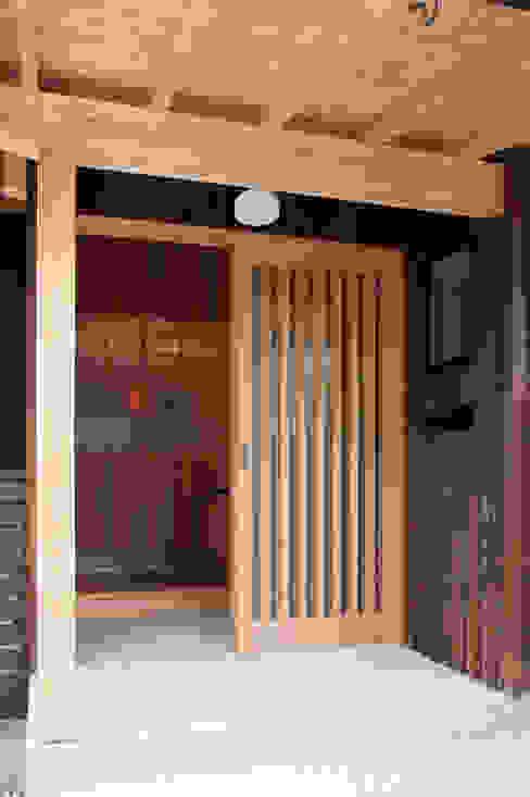 エコ・レトロの家 大森建築設計室 クラシカルな 窓&ドア