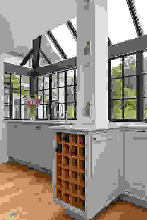 'Vivid Classic' Kitchen - wine shelves homify Classic style kitchen