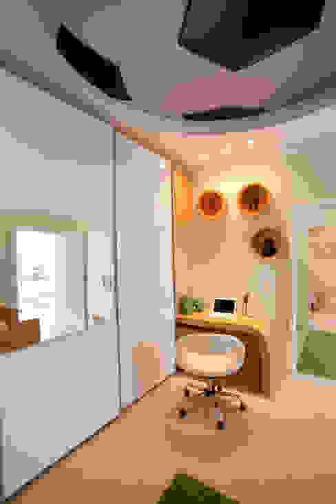 Casa das Águas Quarto infantil moderno por Arquiteto Aquiles Nícolas Kílaris Moderno