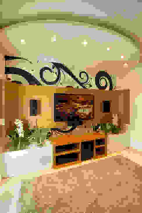 Salas multimedia de estilo  por Arquiteto Aquiles Nícolas Kílaris , Moderno