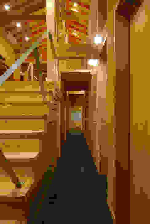 Corridor & hallway by 豊田空間デザイン室 一級建築士事務所, Eclectic