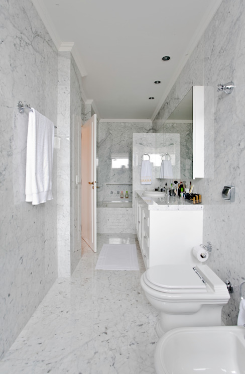 Classic style bathroom by Pereira Reade Interiores Classic