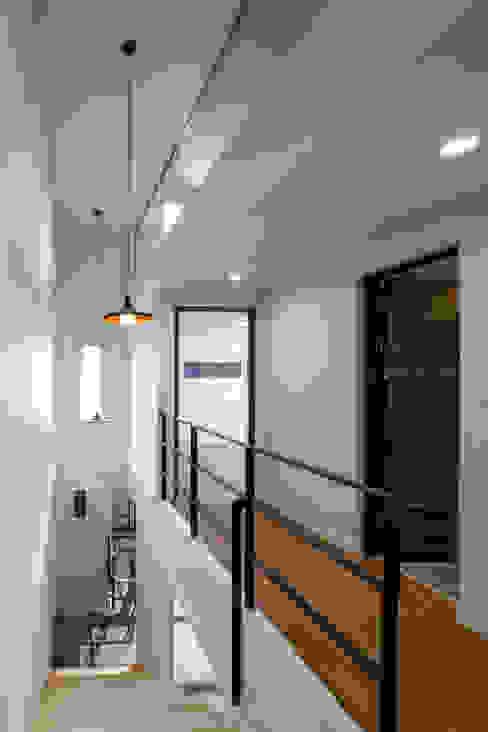 DAEHWADONG  MULTIPLE  DWELLINGS: IDEA5   ARCHITECTS의  복도 & 현관,모던