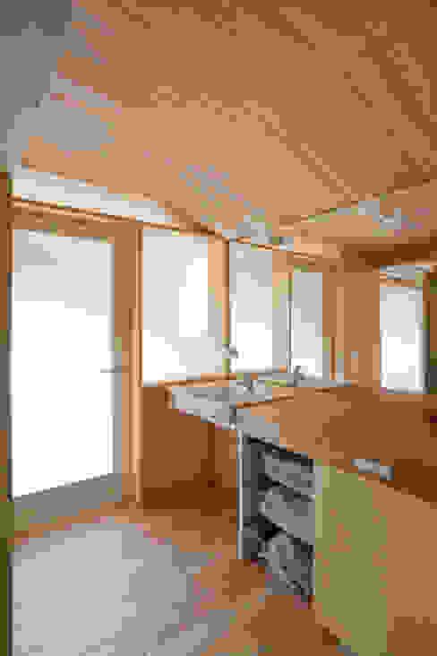 新井アトリエ一級建築士事務所의  욕실, 모던