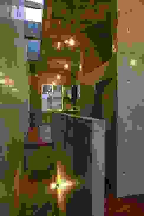 Dining room by 白根博紀建築設計事務所, Modern