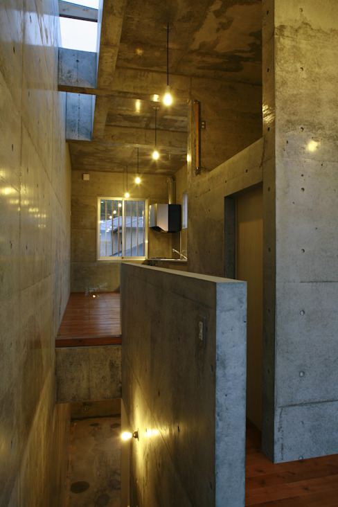 Modern dining room by 白根博紀建築設計事務所 Modern