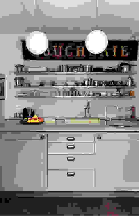 Chichester Town House インダストリアルデザインの キッチン の Tim Jasper インダストリアル