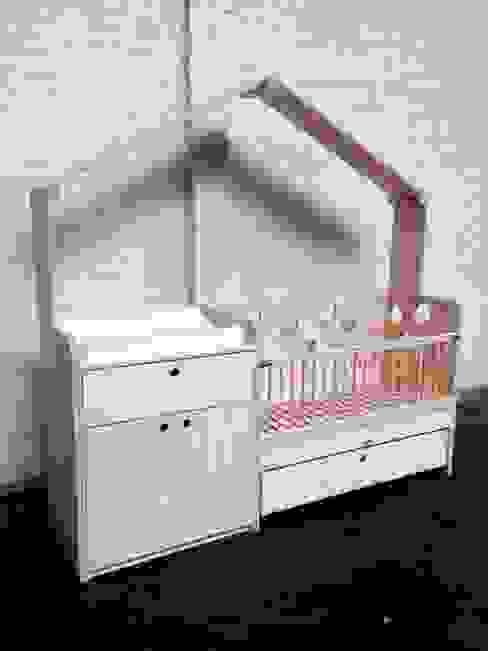 Babybedje + commode:  Kinderkamer door OneSevenTree