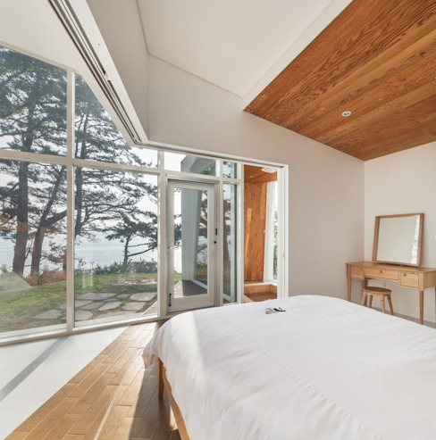 Knot House unfolds in Geoje Island, South Korea: Artrier Chang의  호텔,모던