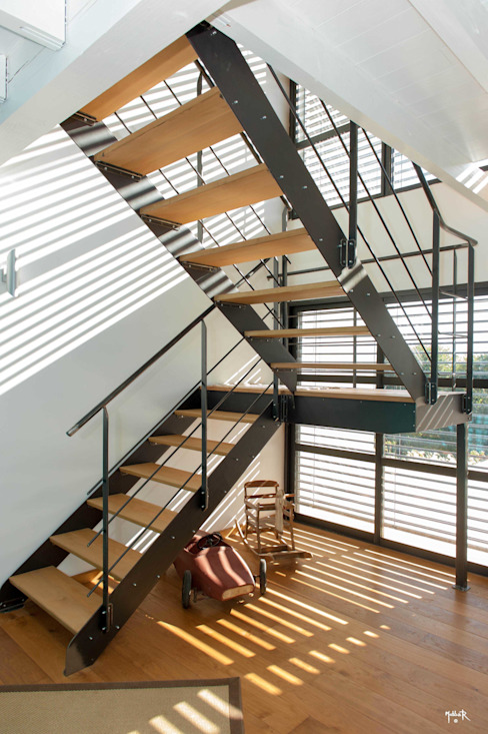 L'escalier...colonne vertébrale par POUGET Agnès Industriel
