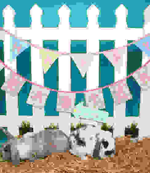 Happy Easter Vintage Floral Bunting por Sass & Belle Clássico