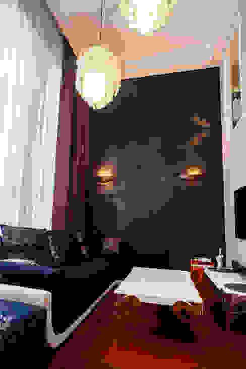 гостиная в апартаментах:  в . Автор – Елена Савченко. Студия интерьера,