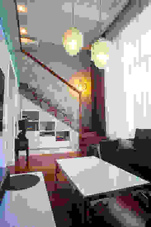 гостиная, вид на лестницу:  в . Автор – Елена Савченко. Студия интерьера,
