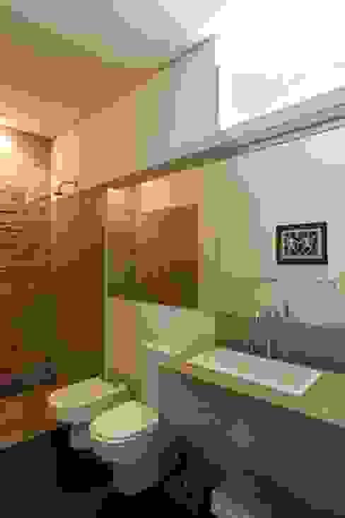 Retrofit Residência Higienópolis 1 Banheiros minimalistas por Gustavo Calazans Arquitetura Minimalista