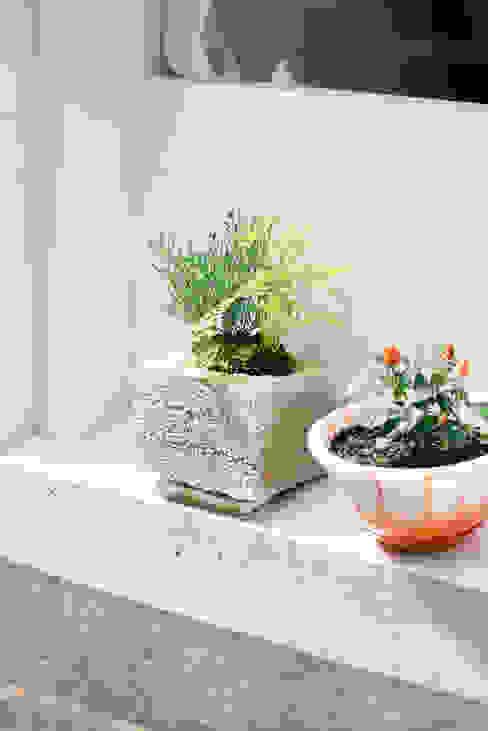 植栽ポット: coil松村一輝建設計事務所が手掛けた折衷的なです。,オリジナル