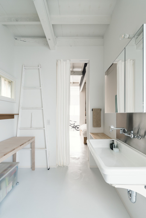 Eclectic style bathroom by coil松村一輝建設計事務所 Eclectic