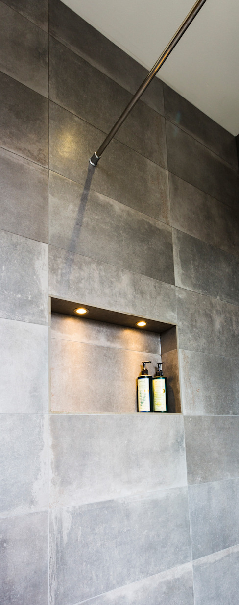 Wet room shelving Modern walls & floors by Affleck Property Services Modern