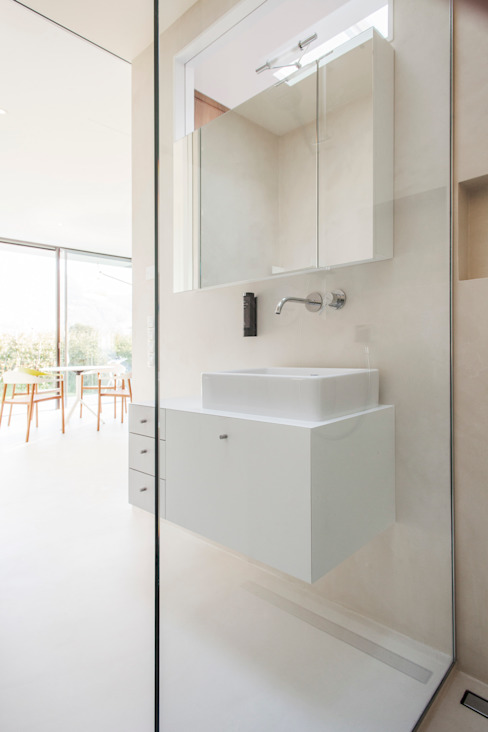Mirror Houses Minimalist style bathroom by Peter Pichler Architecture Minimalist