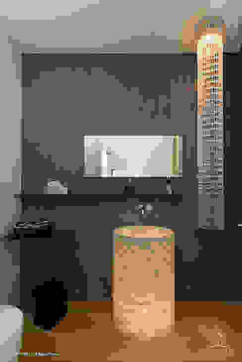 Bad - Powder Room Moderne Badezimmer von Langmayer Immobilien & Home Staging Modern