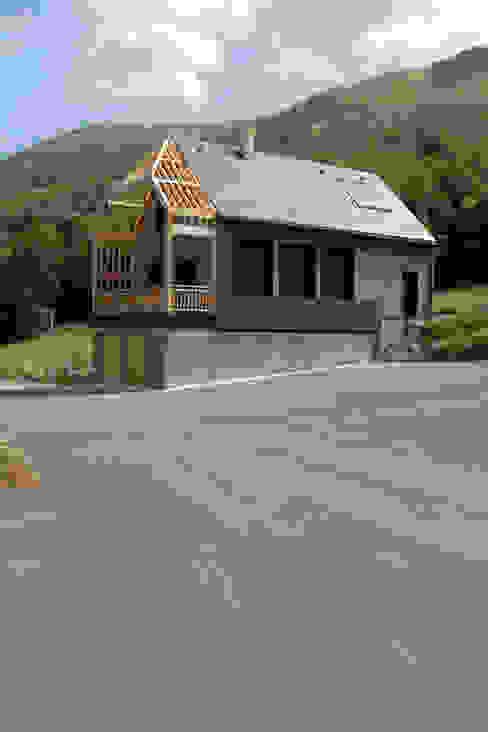 vue sud ouest - chantier en cours Maisons originales par Atelier S Éclectique
