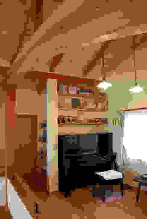 石和の舎‐赤松の梁があるピアノルーム オリジナルデザインの 多目的室 の 有限会社中村建築事務所 オリジナル