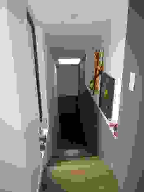 Rénovation Maison B FARACHE CLAUDE Couloir, entrée, escaliers modernes