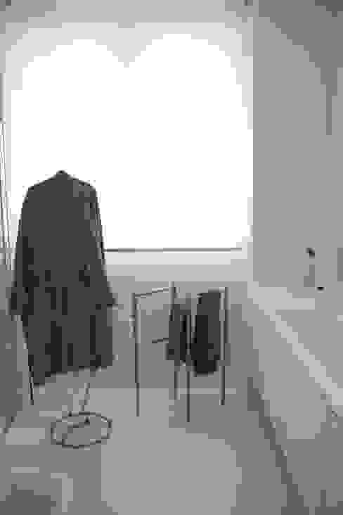 bagno Bagno minimalista di Serenella Pari design Minimalista