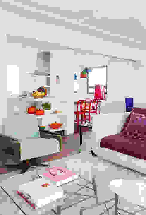 FA Salas de estar modernas por Flávia Gerab Moderno