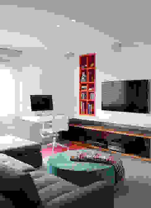 AP Salas de estar modernas por Flávia Gerab Moderno