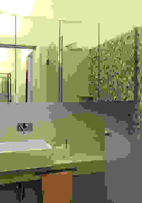 Duplex Olivais _ Reabilitação Arquitetura: Casas de banho  por Tiago Patricio Rodrigues, Arquitectura e Interiores