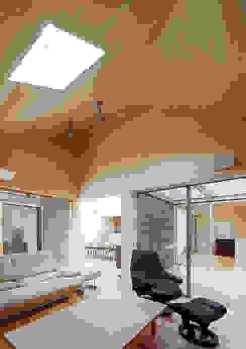 八木山のハウス モダンデザインの リビング の 齋藤和哉建築設計事務所 モダン