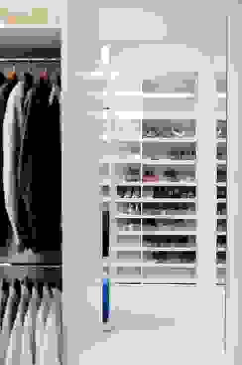 Dom prywatny 2012: styl , w kategorii Garderoba zaprojektowany przez formativ. indywidualne projekty wnętrz,Nowoczesny