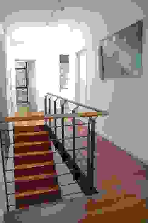Modern Koridor, Hol & Merdivenler Architekt Witte Modern Ahşap Ahşap rengi