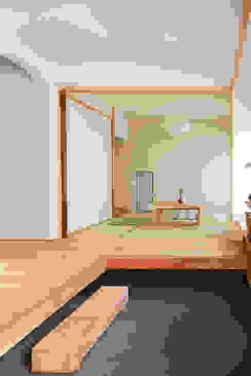 Nowoczesny pokój multimedialny od 一級建築士事務所co-designstudio Nowoczesny