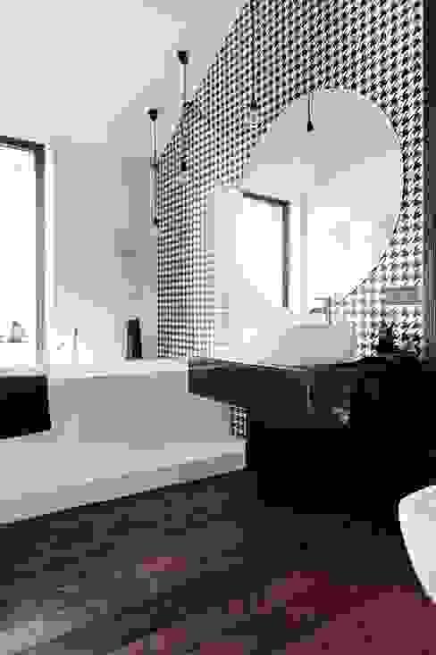 Phòng tắm bởi formativ. indywidualne projekty wnętrz Công nghiệp