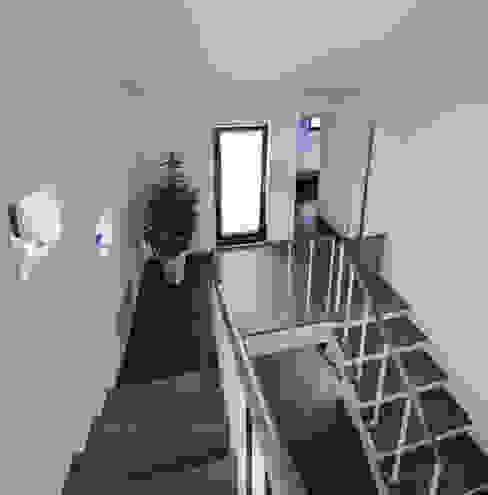 Koridor & Tangga Minimalis Oleh homify Minimalis