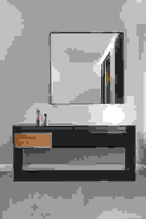 Dom prywatny 2014: styl , w kategorii Korytarz, przedpokój zaprojektowany przez formativ. indywidualne projekty wnętrz,Industrialny