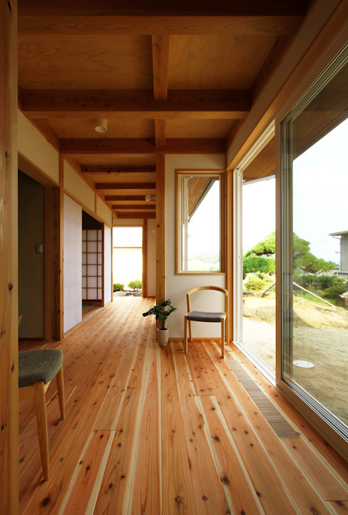 本山ドミノ: 有限会社 コアハウスが手掛けた廊下 & 玄関です。,和風