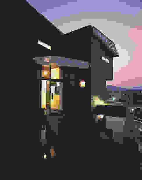 블랙하우스 모던스타일 주택 by 국민대학교 모던