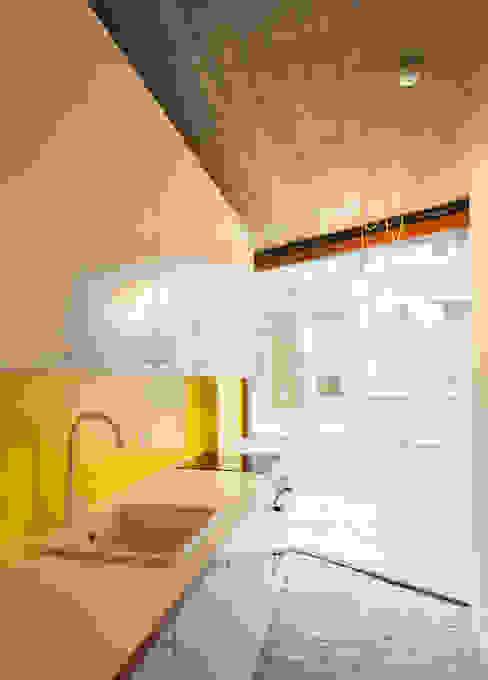 studios HKS Cuisine moderne par P8 architecten Moderne