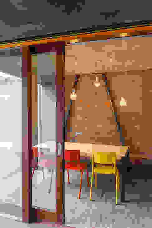 studios HKS Salle à manger moderne par P8 architecten Moderne