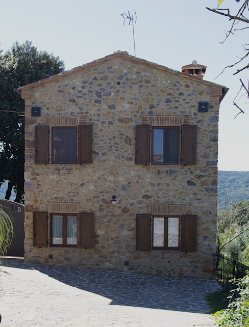 Prospetto esterno Case in stile rustico di Massimo Neri architetto Rustico