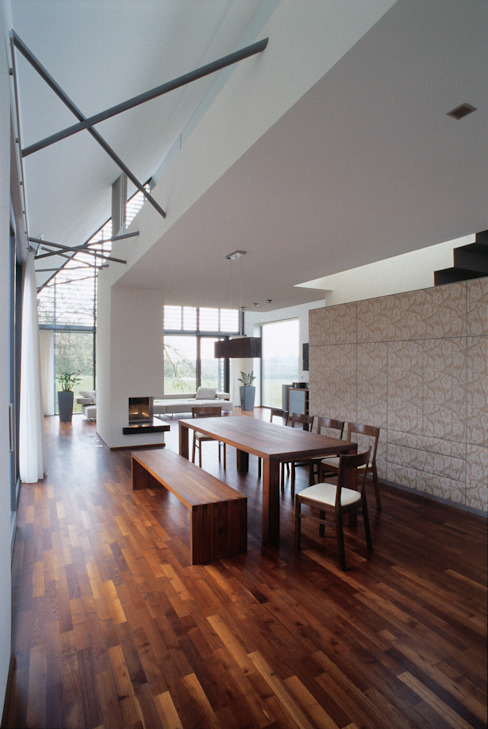 Столовая комната в стиле модерн от Markus Gentner Architekten Модерн