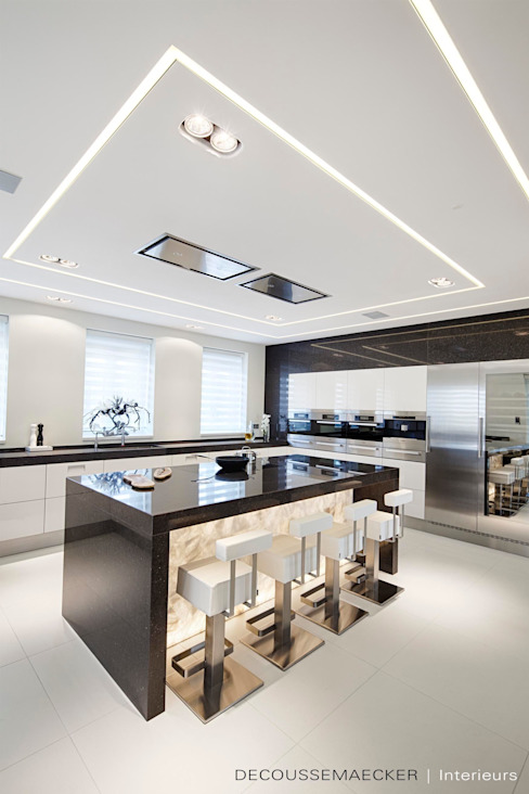 Minimalist kitchen by Decoussemaecker Interieurs Minimalist