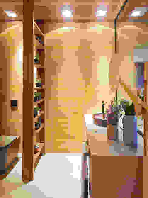 Ванная комната в стиле модерн от Isabela Bethônico Arquitetura Модерн